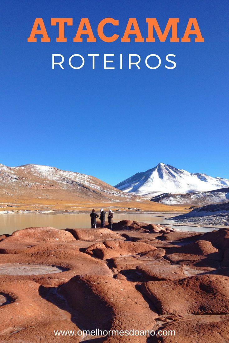 Montar seu roteiro para o Atacama é fácil! Depende de quantos dias e que passeios quer fazer pelo deserto mais seco do mundo. Piedras Rojas, na foto, é um dos imperdíveis, com um lago azul celeste e um vulcão ao fundo. San Pedro de Atacama no Chile é possível para todos os bolsos. 4 roteiros para uma viagem a San Pedro de Atacama