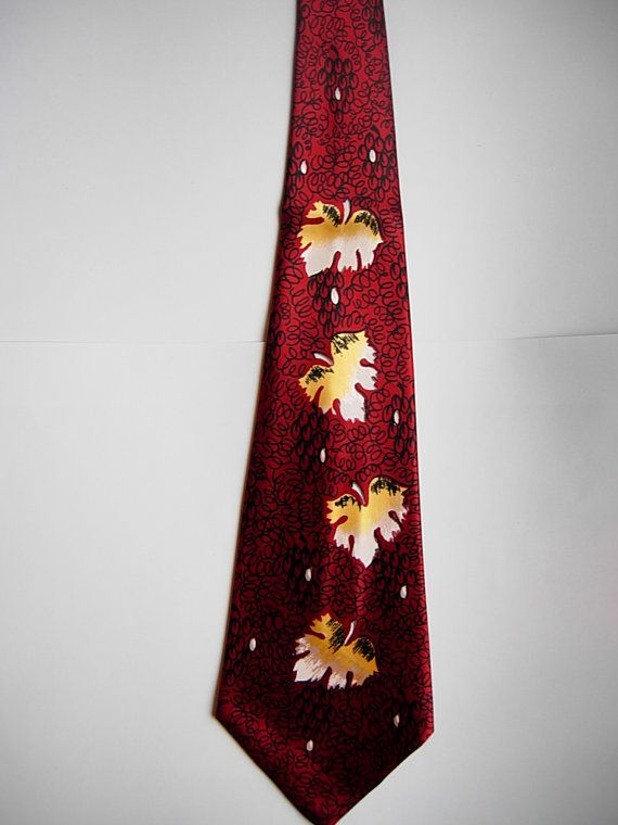 Attractive 1940s Satin Rayon Leaf Swing Tie