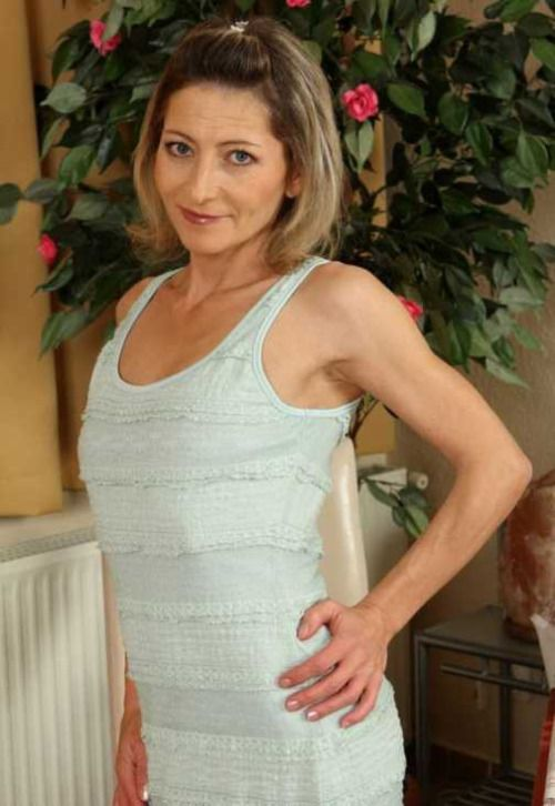 lecce mature singles Sitalong was built with ease of use for mature singles in mind meet mature women in your area who share common interests and experiences with you.