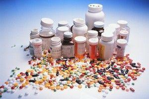 Die Auswahl an Nagelpilz-Medikamenten ist riesig.