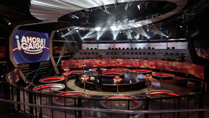 ¡Ahora caigo! (Gestmusic) - Escenografía audiovisual integrada por una pantalla principal de led 6 mm de 4,5x3 m. y de 64 m2 de modulos Martin LC dispuestos en forma circular #PantallaLEDS #Audiovisual #Televisión