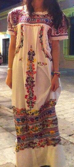 Vestido de cultura, súper bonito! #cute #Ideas #Boda #Wedding #Etnica #Mexicana #novia #blanco #LunaMiel #Recuerdo #collar #Novios ♥