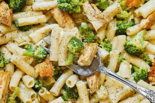 Recette facile de pâtes Alfredo au poulet et brocoli