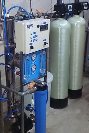 Equipos de Osmosis Inversa - http://osmovic.com.ar/equipos-osmosis-inversa/ - El fenómeno Ósmosis Inversa consiste en separar un componente de otro en una solución mediante las fuerzas ejercidas sobre una membrana semi-permeable. En pocas palabras al equipo de ósmosis inversa ingresa agua a tratar y a la salida el agua se divide en dos.  Por un lado del equipo de...  Más sobre tratamiento y potabilización del Agua en http://osmovic.com.ar