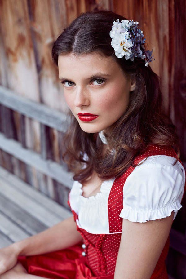 143 best dirndl frisuren images on pinterest bridal. Black Bedroom Furniture Sets. Home Design Ideas
