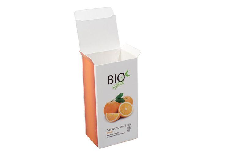 Rompete le scatole! Personalizzare una scatola con una grafica, un logo o una semplice etichetta non è mai stato così facile, veloce e divertente! Inizia ad attirare gli sguardi dei consumatori con un prodotto unico e originale. La scatola automontante è adatta a un contenuto che non superi i 500 g di peso.