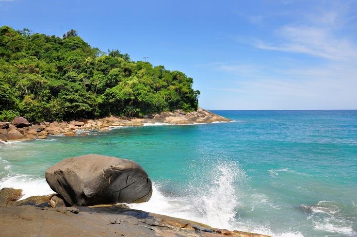 UBATUBA - Seu litoral possui mais de 80 praias, dentre elas estão as famosas: Enseada, Perequê, Itamambuca e Félix. Essas duas últimas são muito procuradas pelos surfistas. Aliás, Ubatuba é considerada a capital paulista do surfe e recebe várias etapas de diversos circuitos do esporte.