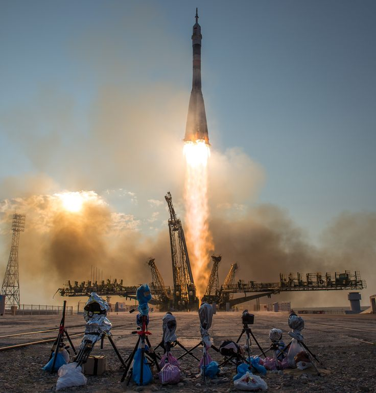 The Soyuz MS-01 spacecraft launches from the Baikonur Cosmodrome in Kazakhstan [3403 x 3568]