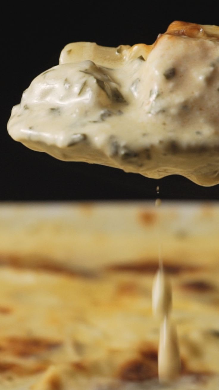 Salmão gratinado com batatas e creme de espinafre, uma receita maravilhosa para fazer em uma ocasião especial!