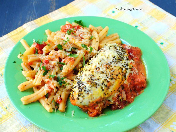 Piersi kurczaka z mascarpone i suszonymi pomidorami zapiekane w pomidorowym sosie   Z miłości do gotowania