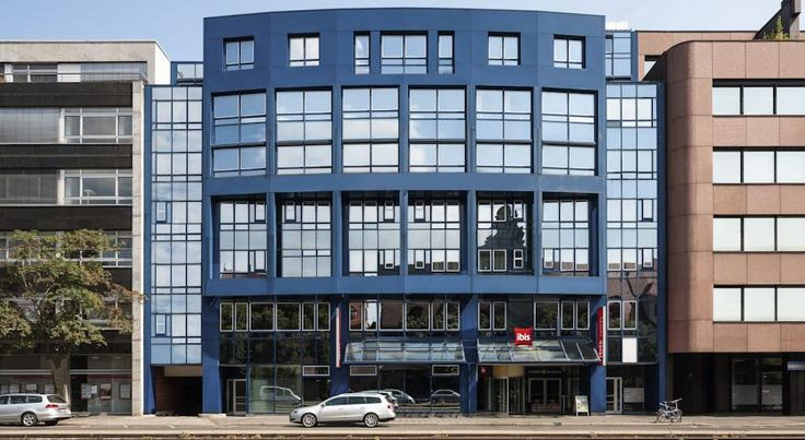 ibis Nürnberg Hauptbahnhof Nürnberg This 2-star Superior hotel is located in the heart of Nuremberg, just 200 metres from Nuremberg Main Station and just a short walk from the attractions in Nuremberg's Old Town. WiFi is free in all areas.