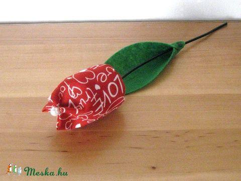 Meska - Tulipán szálak textilből - bordó eszterszemek kézművestől