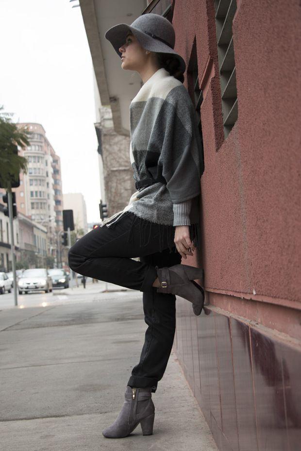 Visit my blog https://simplysory.wordpress.com Look grey, black jeans, sweater, booties and hat grey. Look gris: jeans negro, jersey, botines y sombrero gris. Combinar sombrero gris, combinar botines grises, combinar jeans negros.