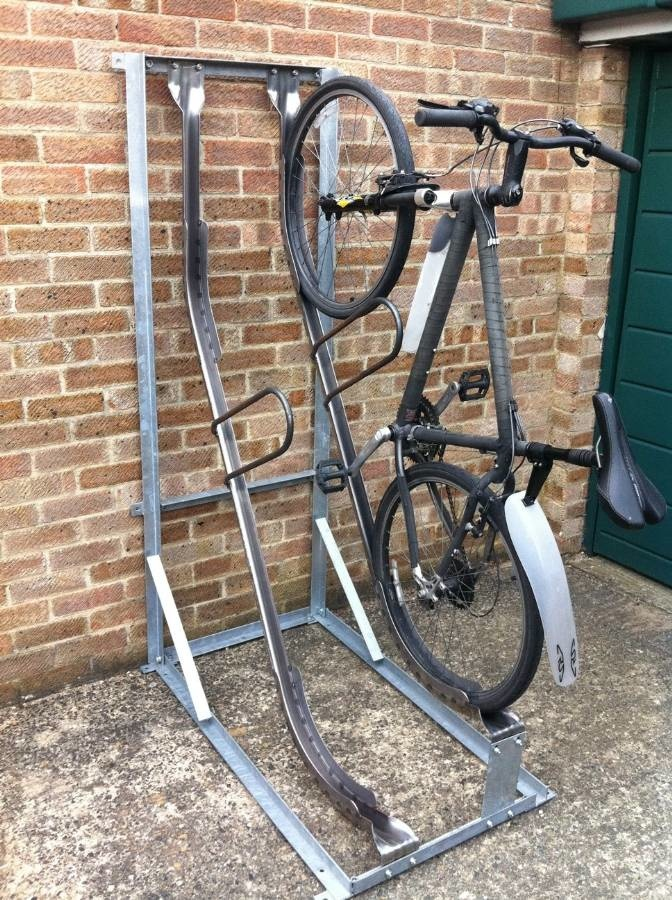 semi-vertical rack with locking bar