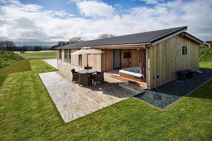spa #loisirs #terrasse #bois #jardin #parcdeloisirs #lodge #jacuzzi