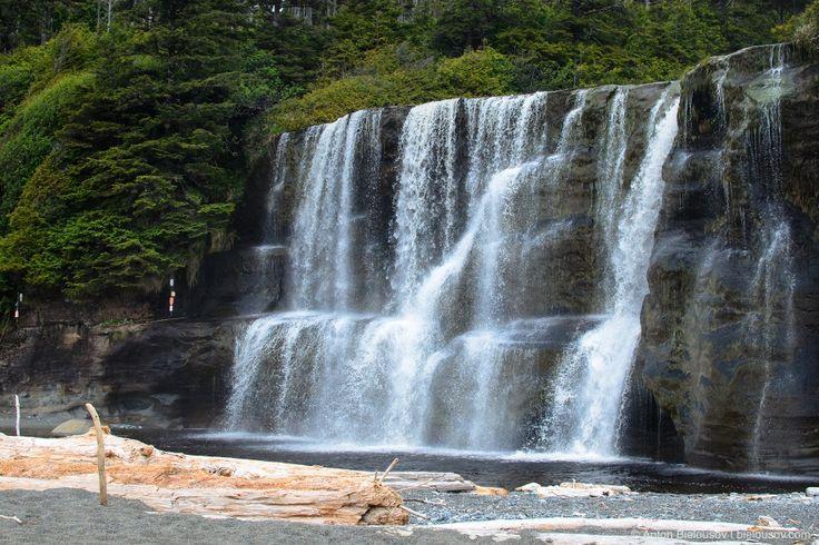 West Coast Trail День 2 (16 — 42 км) — На 25км — одно из самых популярных мест на тропе — водопад Тсусиат (Tsusiat Falls).