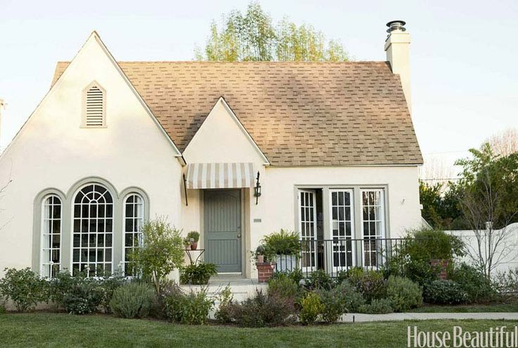 A Modern, Romantic California Cottage featured in House Beautiful // Designer Lindsay Reid's Home
