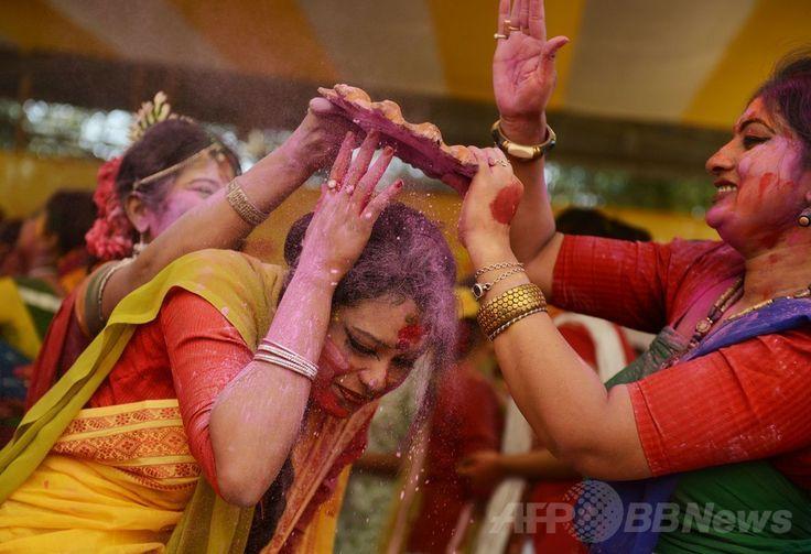 春を祝うヒンズー教の祭典「ホーリー」、宙に舞う色鮮やかな粉 国際ニュース:AFPBB News
