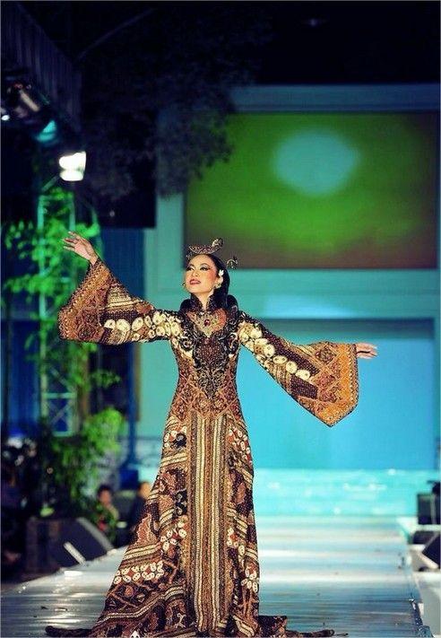Batik Indonesia , by Anne Avantie