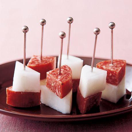 レタスクラブの簡単料理レシピ サラミのコクと大根のさっぱり感を交互に味わって「サラミと大根のピンチョス」のレシピです。