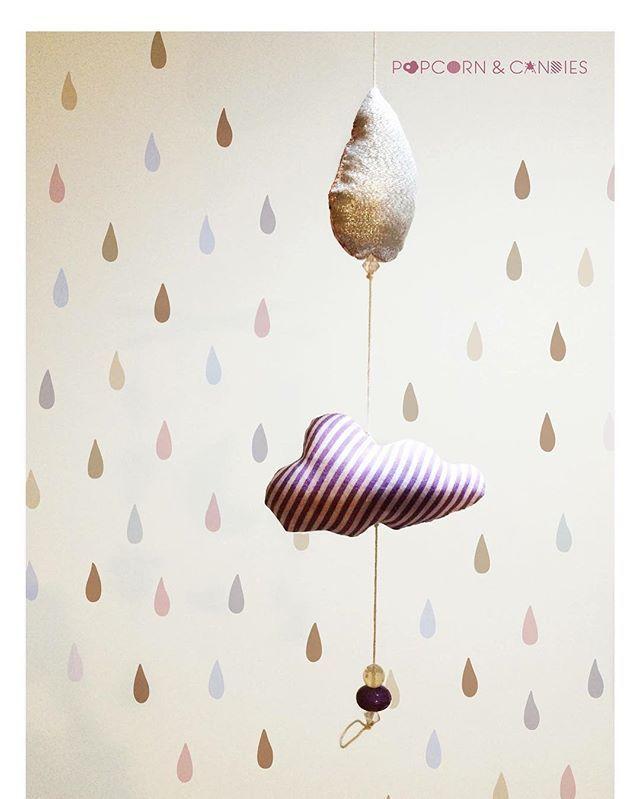 Per noi ogni pioggia ha la sua magia. Per esempio quella di oggi ha le gocce color argento e cade da nuvole a strisce viola. #creativereality #sweetidea #kidspointofview