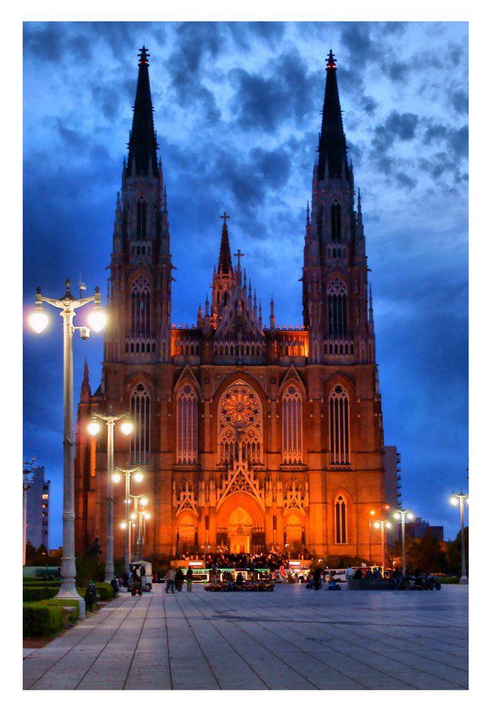 Esta es la Catedral de La Plata. Es la catedral más alta del mundo.