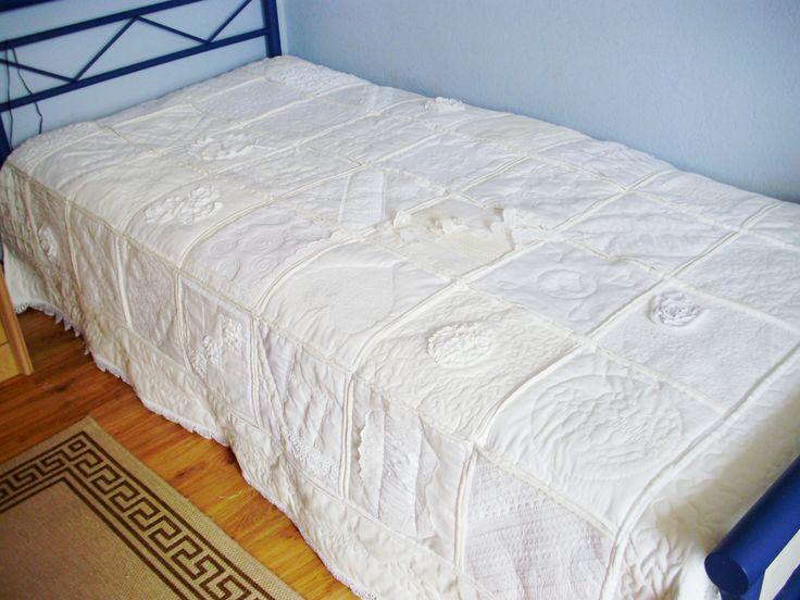 """Weißquilt. Lange habe ich weiße """"alte"""" Stoffe gesammelt. Bettwäsche, Tichdecken, Taschentücher, Servietten und alte Spitzen. https://www.facebook.com/Friesenhexlein"""
