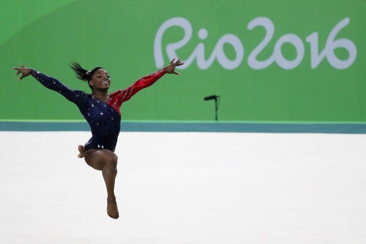 EN IMAGES. Simone Biles, la petite gymnaste qui vole