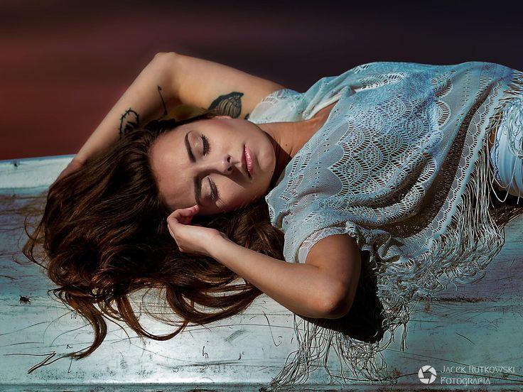 Fotograf: Jacek Rutkowski  Modelka: Monika Wiśniewska MUA i stylizacja: Marta Lityńska Włosy: Sara Kowalska  Polub mnie na Facebooku: https://www.facebook.com/MartaLitynskaMSB  A to mój Instagram: https://instagram.com/martasarablanka