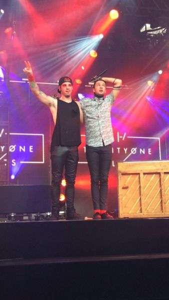 """We're twenty one pilots and so are you"" 