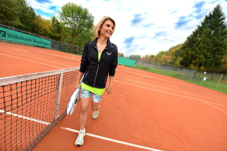 Auf geht's zum Tennis Match mit unserer TRIGEMA Tennisbekleidung - funktional, modisch und farbenfroh - jetzt entdecken.