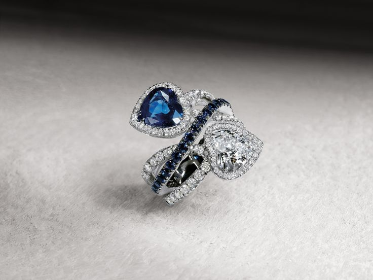 Crivelli Galleria: doppio anello in oro bianco zaffiri blu e diamanti bianchi