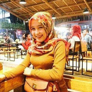 Reposf from @evizelly_ . __________ #wanitaberhijab #hijabcommunity #instahijab #hijabhits #selfiehijab #berhijab #hijabstyle #cewekmanis #hijabdaily #hijabmodis #hijabersindonesia #hijabstreet #hijaberkece #hijabkekinian #hijaberscantik #hijabermodern #cewek #endors #wanitaindonesia #cewekindo #indohijabers #jilbabindo #hijabers #jilboobsaddict #hijabergaul #hijabermanis #ootdhijab