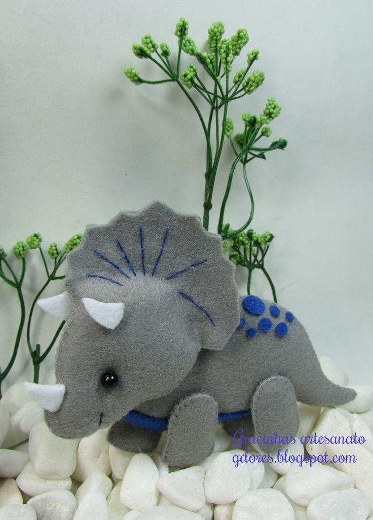 Felt dinosaur (triceratops)