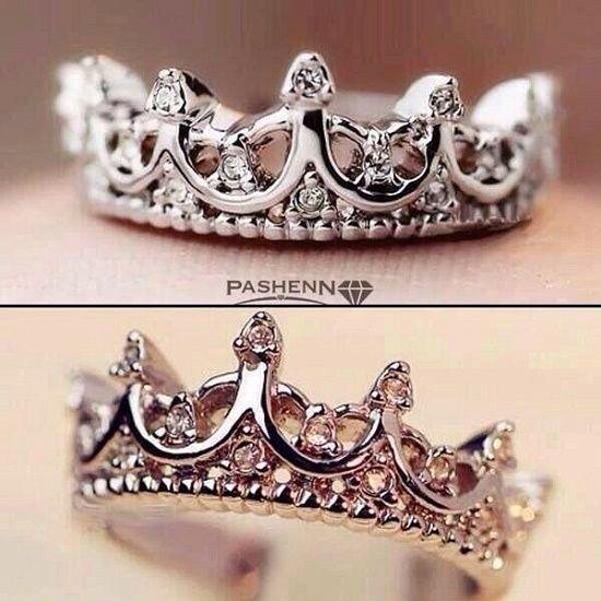 Muchas de nosotras soñamos con encontrar al hombre de nuestra vida y que un día nos pida matrimonio de la manera más romántica posible, y obvio, con un anillo igual a uno de estos.