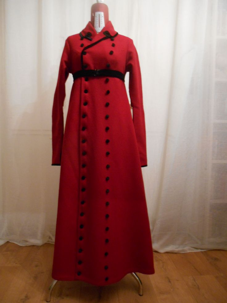redingote 1805-1810 in panno di lana rossa,bordato di velluto nero e taaaanti bottoni,copiata da 1 originale