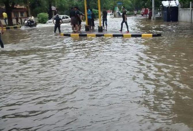 bollywoodmirchitadka: First Heavy Rainfall Lashed Nagpur City