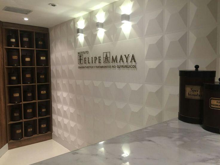Botes de una farmacia alemana del siglo 18 decoran nuestra recepción www.felipeamaya.com www.cirugiadenariz.com #InstitutoFelipeAmaya