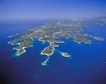 Meganisi Island, belonging to Lefkada island, is easily accessable from Lefkada town and Nidri