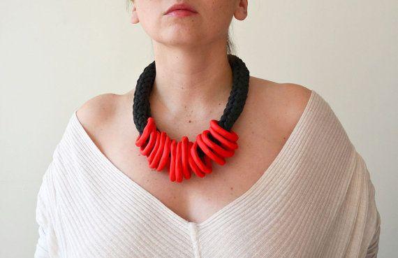 Tribal Necklace/Bib Necklace/Ethnic Jewelry/Red statement di IKKX