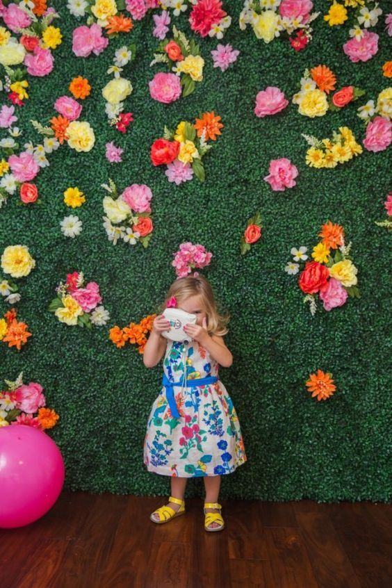 How To Make a Green Backdrop Flower wall backdrop
