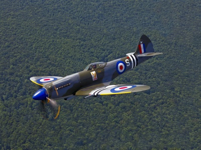 A Supermarine Spitfire MK-18 in Flight