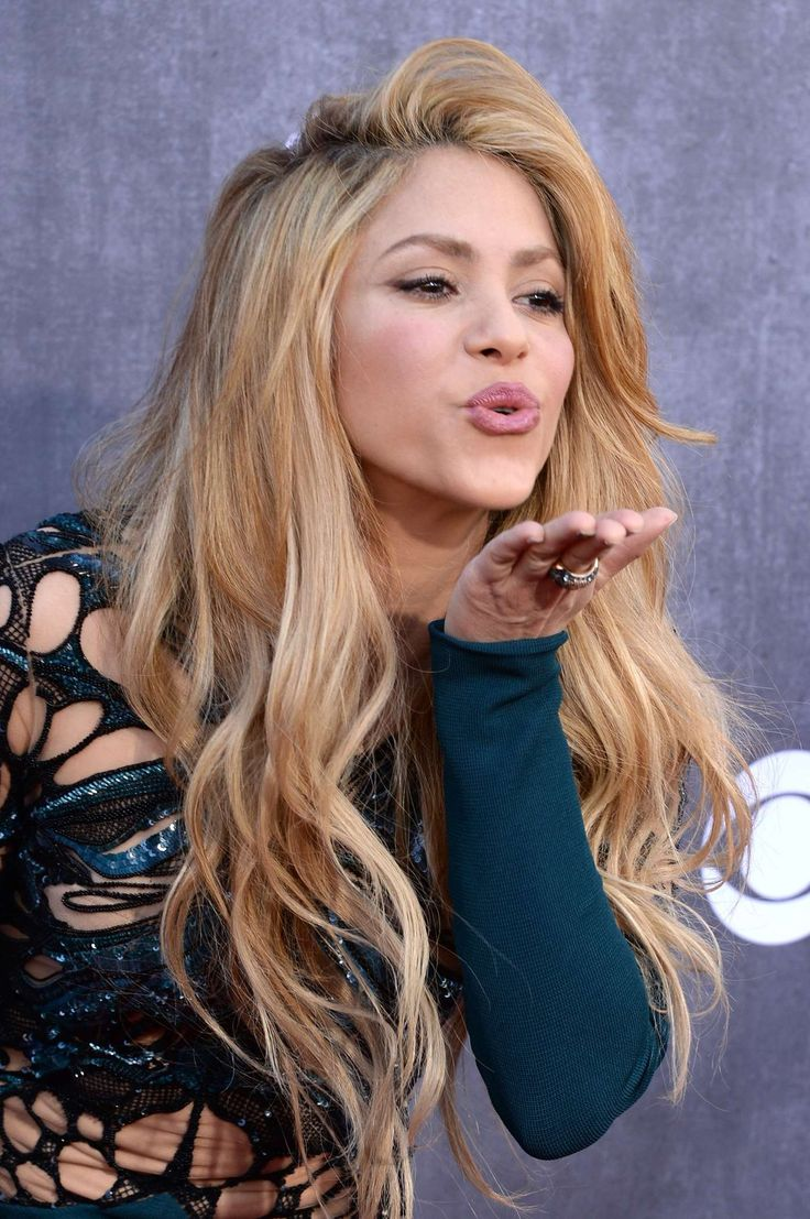 Shakira: 2014 Academy of Country Music Awards -03