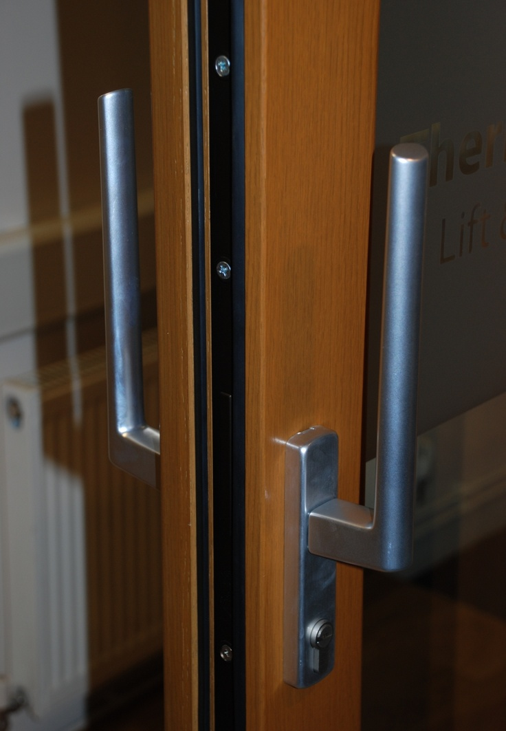 Dual sided lift & slide handle on the Thermo HS range - door shown is in engineered Oak. http://www.olsenuk.com/products/sliding-doors/thermo-hs
