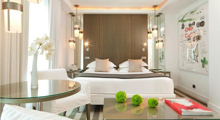 Le A Paris Located a 5-minute walk from the Champs Elysées, this 19th-century boutique hotel features original works of arts in each room. It provides a 24-hour reception and an airport shuttle service.