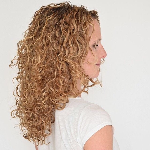 how to cut curly hair in layers at home
