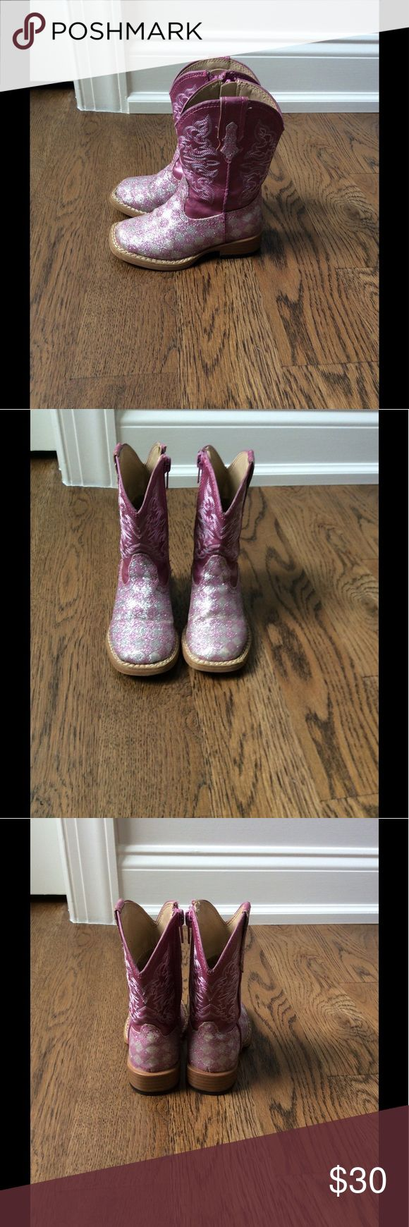 Roper Girls Sparkly Boots size 5 Girls Roper Boots size 5.  Worn a few times and in excellent used condition.  Absolutely adorable! Roper Shoes Boots