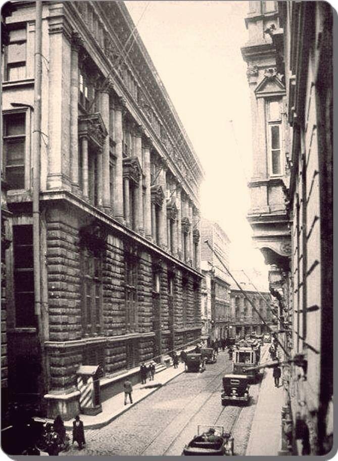 Bankalar caddesi /Karakoy 1935