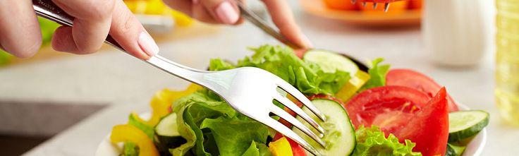Διατροφή στη τρίτη ηλικία - Ο πληθυσμός των ατόμων που βρίσκονται στην τρίτη ηλικία έχει αυξηθεί σημαντικά τις τελευταίες δεκαετίες. Στην Ευρώπη το 1/4 των κατοίκων έχει ηλικία άνω των 60 ετών. Παρόλο που η διάρκεια ζωής έχει αυξηθεί, κυρίως λόγω της βελτίωσης της διαγνωστικής και θεραπευτικής προσέγγισης των ασθενειών, δεν είναι γνωστό αν τα προστιθέμενα χρόνια είναι καλής ποιότητας, www.eyclub.gr | Κάρτα Υγείας EYCLUB