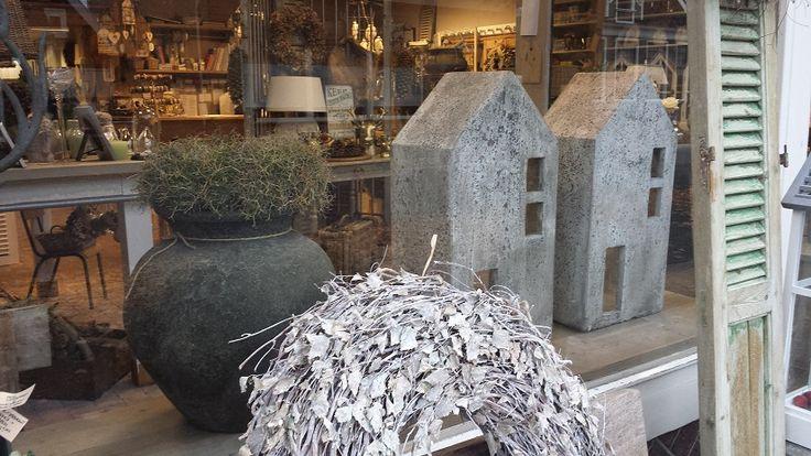 Stenen huizen, heel decoratief op de vensterbank, , collectie @ GoedGevonden